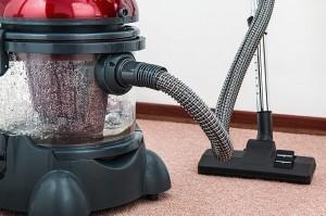 vacuum-cleaner-657719_640-300x199